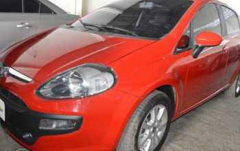 Fiat Punto 2013 ATTRACTIVE 1.4 4P Manual Vermelha