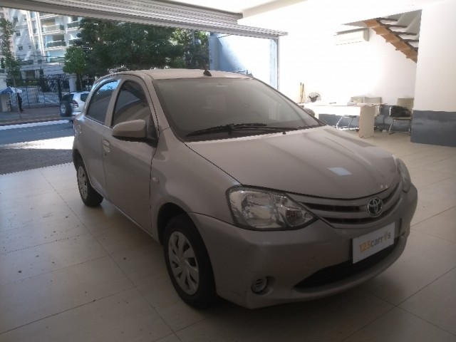 Toyota etios hatch x 1.3